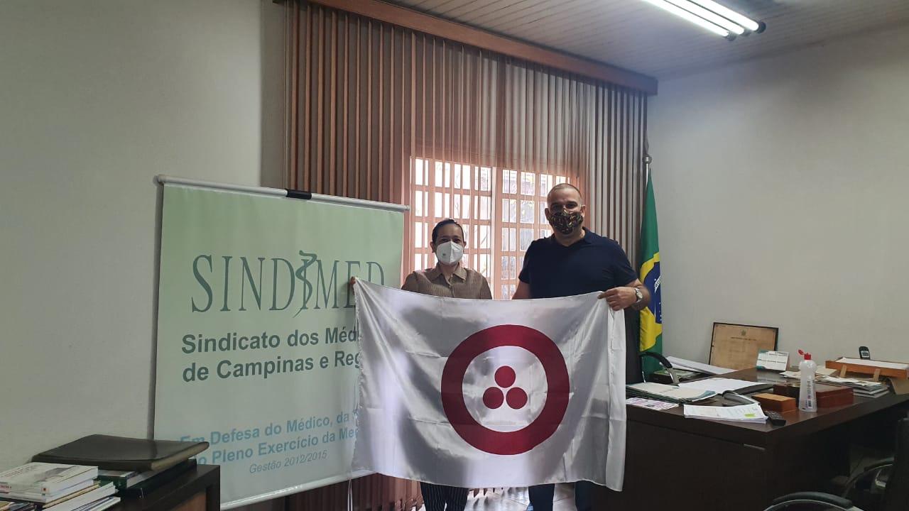Luciane Nakamura com o Dr. Moacyr do sindicato dos médicos